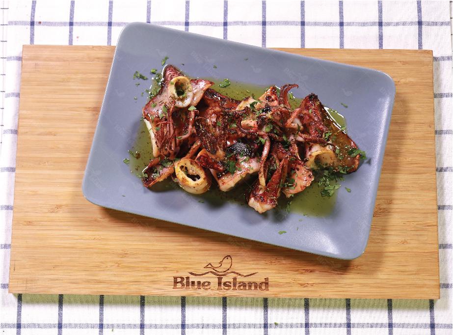 Καλαμαράκια ψητά με σάλτσα λεμονιού