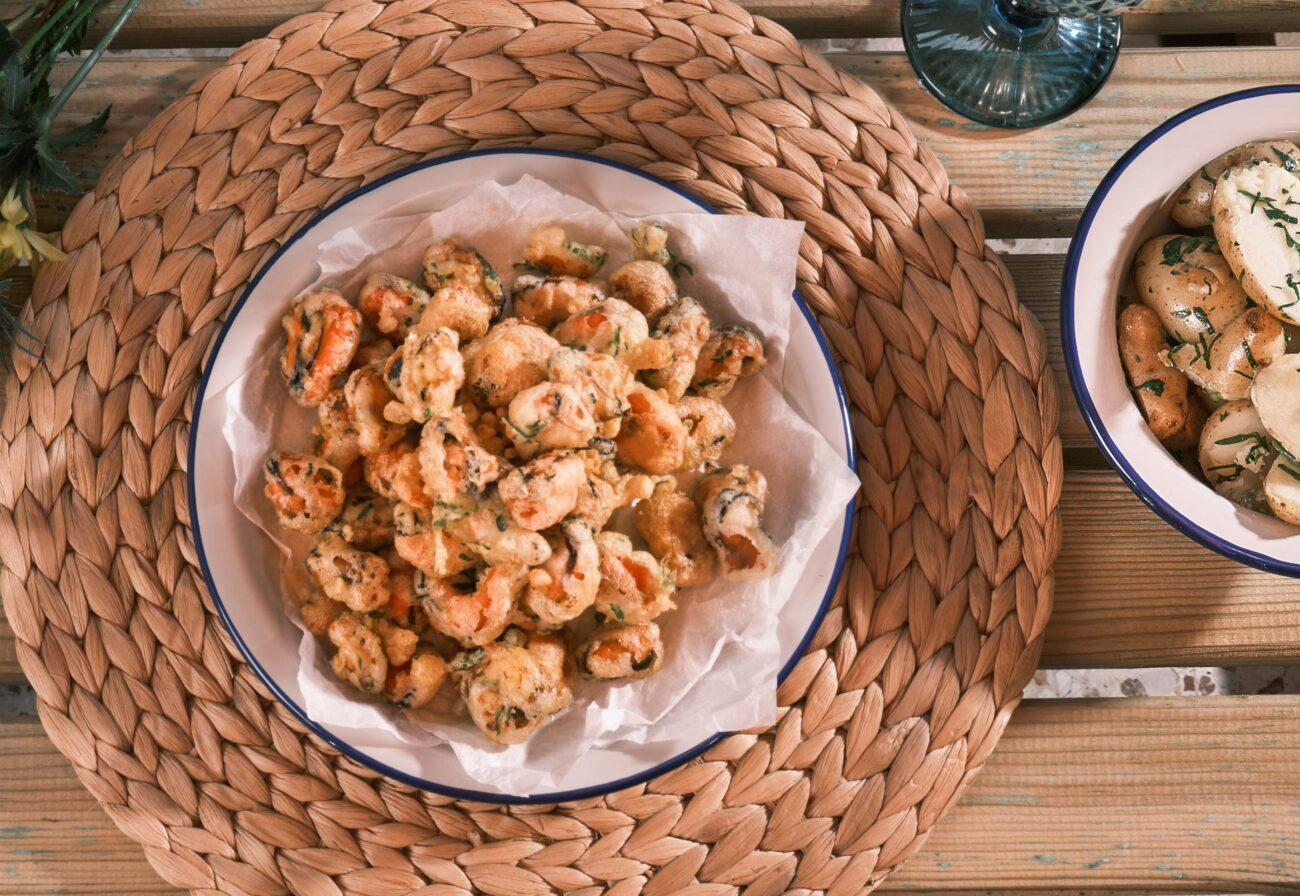 Τραγανά Μύδια σερβιρισμένα με 'baby' πατατούλες