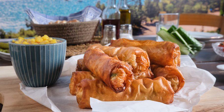 Φλογέρες από Φιλέτα Τσιπούρας  σερβιρισμένες με ντιπ από Γλυκοπικάντικη σάλτσα και Μάνγκο